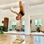 The flip side of the crisis is new opportunities💫So, if you stick with some move or flaw, try something new to distract from and get back as a winner 💪🏻 Let's get inspired by @anna_ivaseva and her never ending poses ideas ❤️💫 #Canes #parallettes #pbars #gymnastics #calisthenics #handstand #handbalance #equilibre #maltese #plance #workout #circus #cirque #acrobatic #acro #acroyoga #equipment #armbalance #flexibility #handbalancing #instafitness #contortion #training #gymnasticslife #acrobats #contortionists